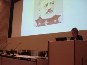 """Ledamoten Gudrun Persson gav en historisk aspekt på det aktuella förloppet när hon talade om """"Mellan krig och fred. Ryskt militärt tänkande då och nu"""""""