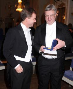 Dirk Roland Haupt visar upp sin medalj. Foto: Exray Foto/Cecilia Österberg