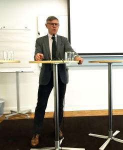 Projektledaren Peter Lagerblad introducerar seminariet.