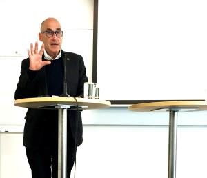 Olle Wästberg talar om propagandakrig.