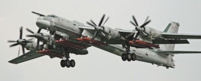 Tu-95MS Bear-H med Kh-101-attrapper under vingarna år 2008.