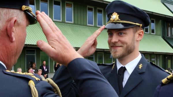 Magnus Haglund argumenterar för att vi behöver prioritera professionens krav på den unge officeren.  Foto: Charlotte Pettersson, Försvarsmakten.