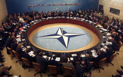 Sammanträde i Nato. Foto: Nato.