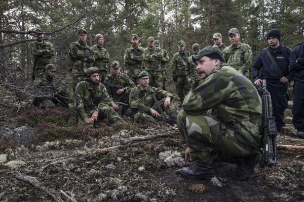 Metoden att visa - instruera - öva äger fortsatt giltighet. Foto: Mats Nyström, Försvarsmakten.