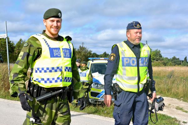 Bland annat en ökad samordning mellan Försvarsmakten och polisen skulle öka den inre säkerheten i vårt land. Foto: Therese Fagerstedt, Försvarsmakten.