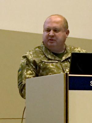 Den ukrainske generalen svarade villigt på åhörarnas frågor. Foto: Björn Anderson