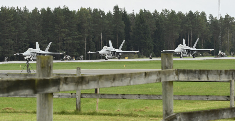 Finska F 18 Hornet på flygbasen i Hagshult under övning Aurora 17. Foto: Jerry Lindbergh, Försvarsmakten.