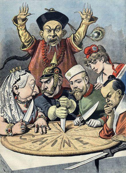 Fransk karikatyr som visar hur Storbritannien, Tyskland, Ryssland och Japan sitter ner för att dela på Kina, medan Frankrike iakttar. Källa: Wikimedia Commons.