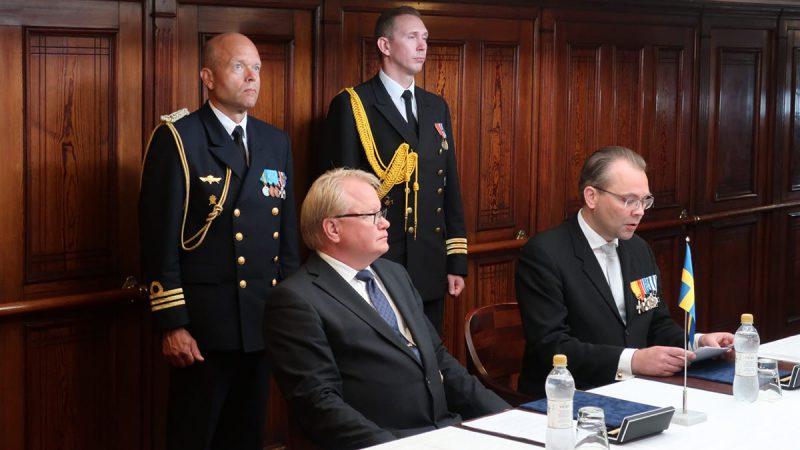 Vid en ceremoni i Åbo den 9 juli, undertecknade försvarsministrarna Peter Hultqvist och Jussi Niinistö ett samförståndsavtal (Memorandum of Understanding, MoU), rörande det svensk-finska försvarssamarbetet. Foto: Kristina Swaan, Försvarsmakten.