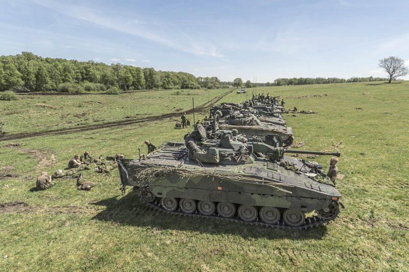 I begreppet kombinerade vapen utgör stridsfordon en viktig del. Andra komponenter är bla artilleri, luftvärn och fältarbetsförband. Foto: Försvarsmakten
