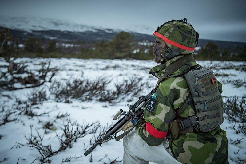 Soldat ur 71 motoriserade skyttebataljonen övar i Norge under Trident Juncture. Foto: Josef Björnetun, Försvarsmakten.
