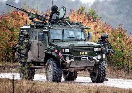 """TB 16 """"Galten"""". Minskydd & skydd mot finkalibrig eld. Utgör understödsfordon i den lätta brigaden."""
