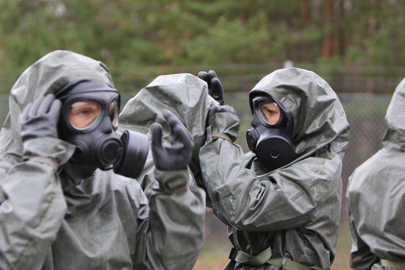 Ett civilt försvar ska kunna ge skydd för civilbefolkningen, också mot biologiska, nukleära och kemiska stridsmedel. Ekonomin för detta tillsammans med övriga civilt relaterade försvarsbehov behöver få en lösning. Foto: Försvarsmakten.