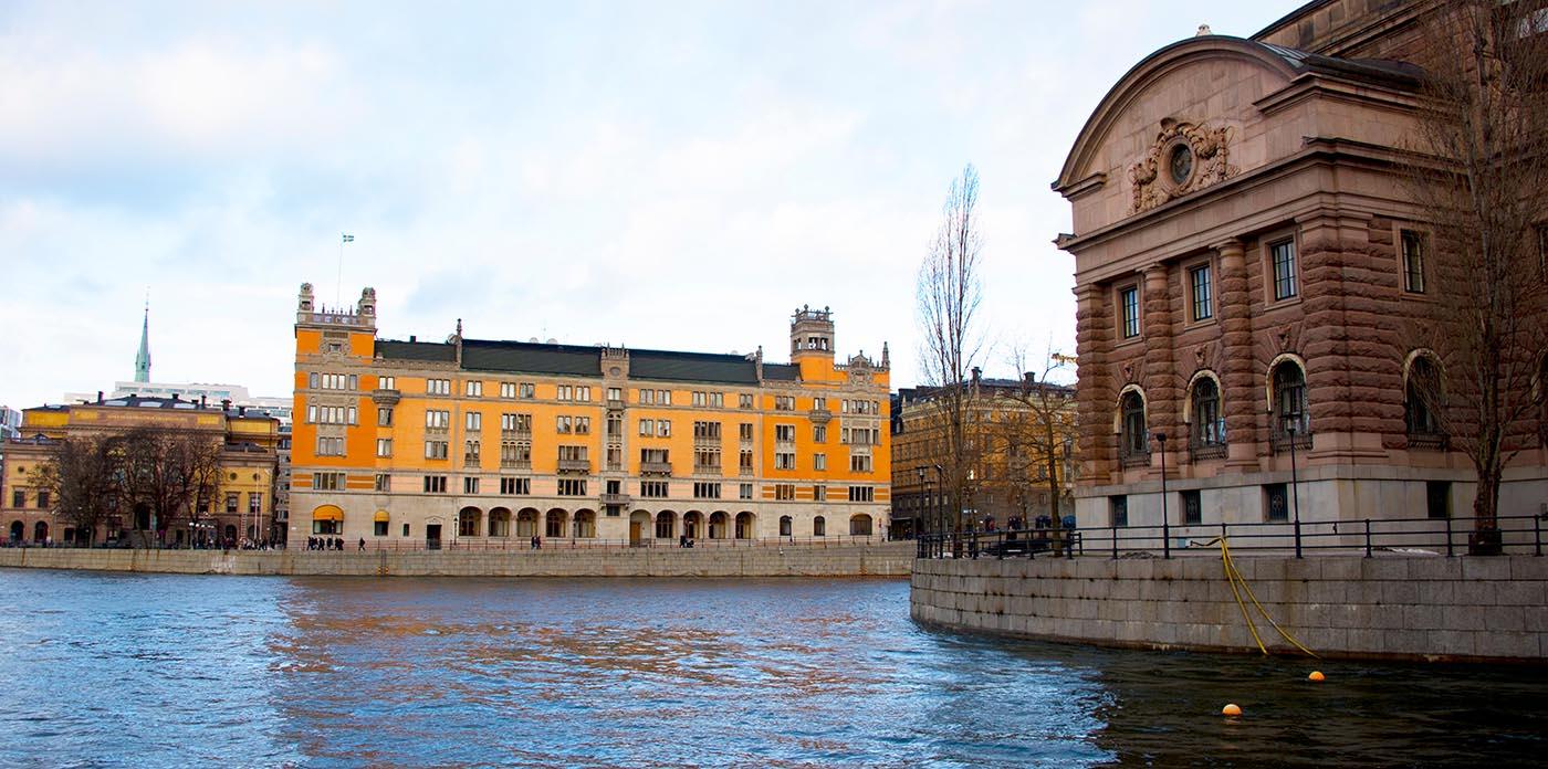 Den svenska förvaltningsmodellen är inte funktionell vid större samhällskriser och i krig. Foto: Shutterstock.com.