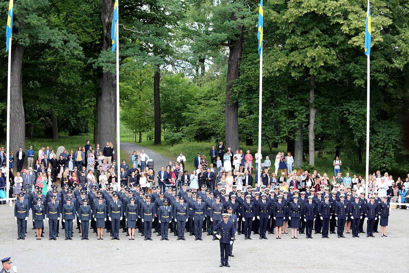 Officer – ett mångfacetterat yrke med krav på såväl praktiska som intellektuella färdigheter. Som konsekvens är officersutbildningens innehåll av stor vikt att diskutera och reflektera över. Foto: Niklas Englund, Försvarsmakten.