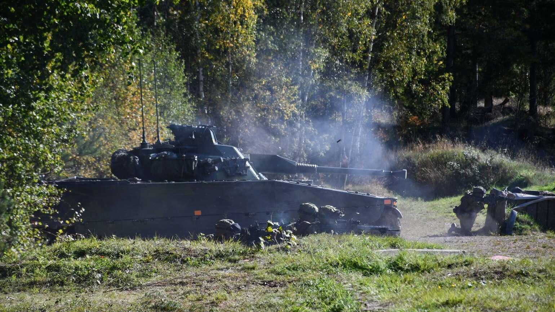 Stridsskjutning med soldater och Stridsfordon 90 under beredskapskontrollen på tisdagen i Eksjö. Foto: Martina Gustafsson, Försvarsmakten